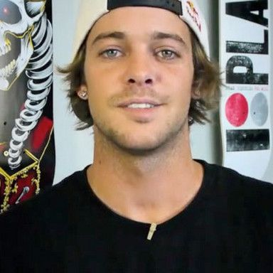 Official Site of Skateboarder Ryan Sheckler.. He's do friggen adorable!! Those eyes and that smile!!!
