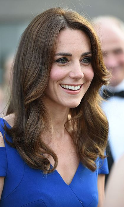 Kate completed her evening ensemble wearing her glossy locks down