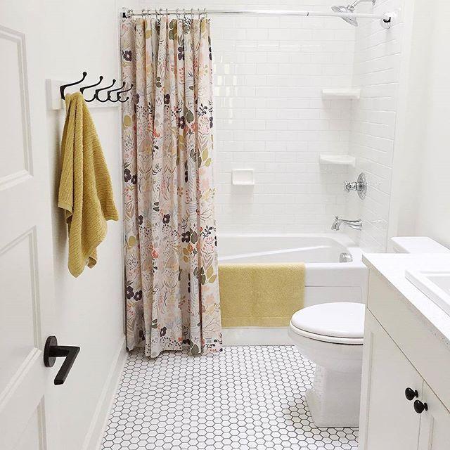 The pretty + clean bathroom dream #woodlandmeadowshowercurtain #schoolhouseelectric (via @lightanddwell) / shop our feed - link in profile