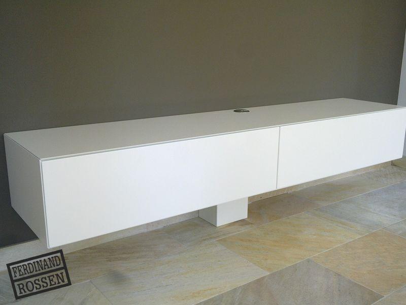 Strak modern hangend tv meubel met ingebouwde for Deckenlampen hangend modern
