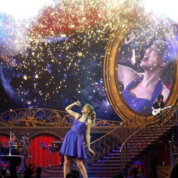 "Taylor swift singing ""Dear John"" at the Speak Now Tour"
