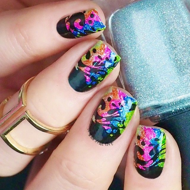 Hi girls! To create this fun splash design I used:  @urbannailart UNA 'Maharani Ramie' silver base  sharpies and markers  image from @apipilacosmeticos P.4  @faburnails XL squishy stamper and scraper Now available at www.urbannailart.com.au. Link in our bio.  @urbannailart UNA 'Speed Up' top coat  Mont Marte brush and Liquid Latex for clean up
