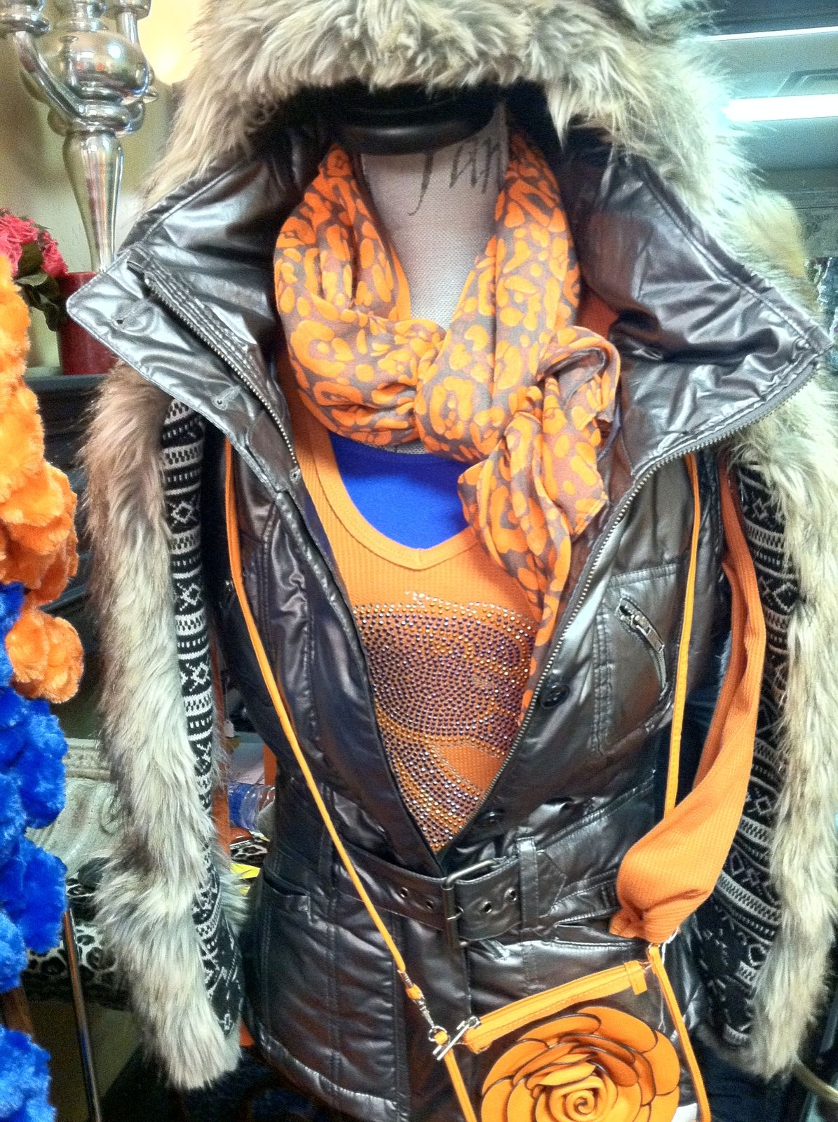 Dress the part and still be warm. Long sleeve thermal, Boise State  crystal logo, SPIRIT HOOD, scarf and handbag complete this look.