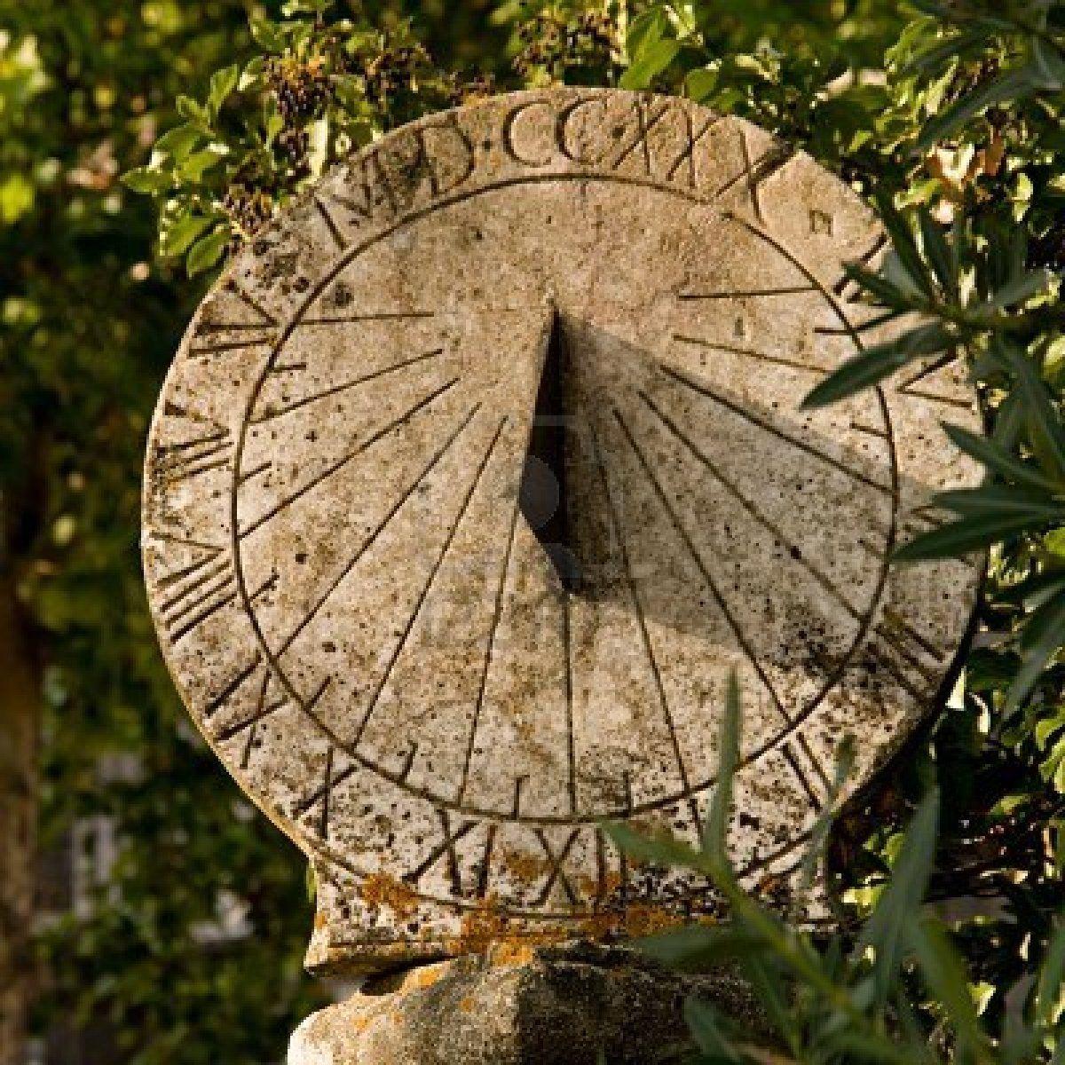 Old Westbury Gardens Sundial: Sonnenuhr Und Keramik