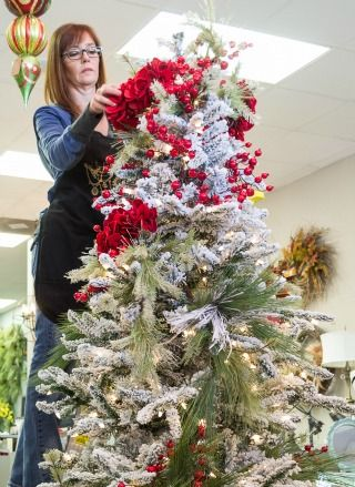 How To Professionally Decorate a Christmas Tree -