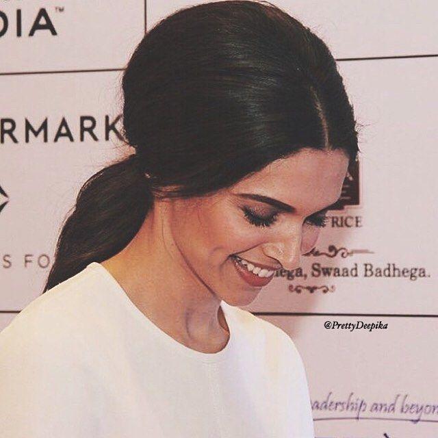 Million dollar smile 😊😊   Deepika padukone, Kareena kapoor ...