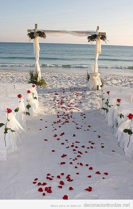 Ceremonia de la arena ideal para tu boda en playa super romántica por Bodas Huatulco