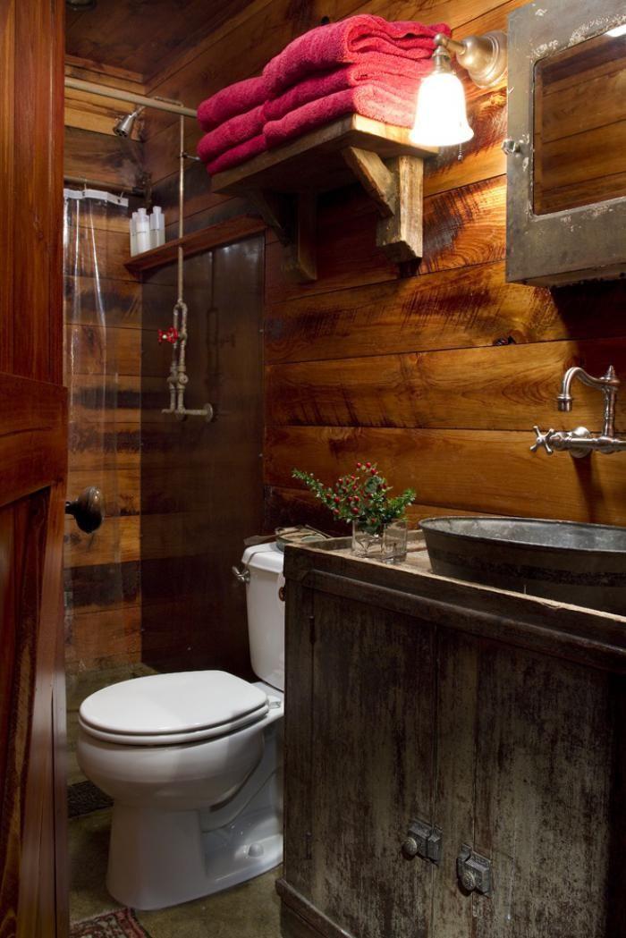 salle de bain rustique, revêtement mural bois et meuble sous lavabo ...