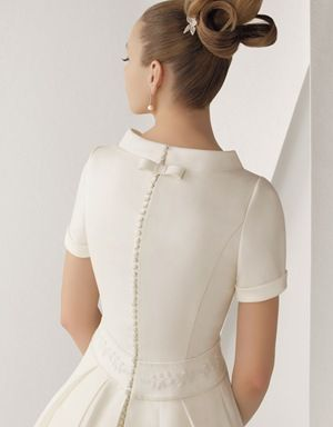 Winter Modesty: short sleeves + A-line + bow and buttons + chapel train | 116 Axia back