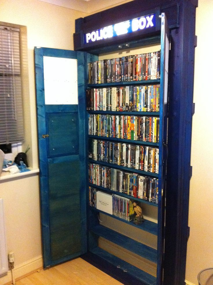 A Doctor Who Tardis Built In Bookcase Go Anywhere In Time And Space So Cool Tardis Bucherregal Eingebautes Bucherregal Schrank Bauen