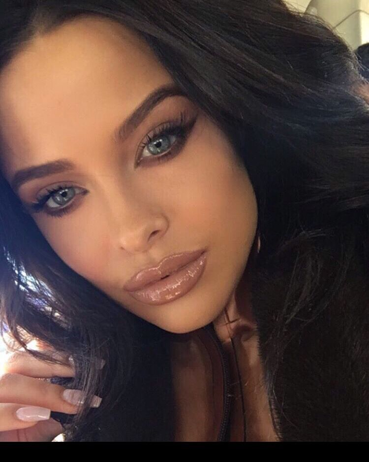 "Kylie Cosmetics ""literally"" Lipgloss On Mara Teigen"