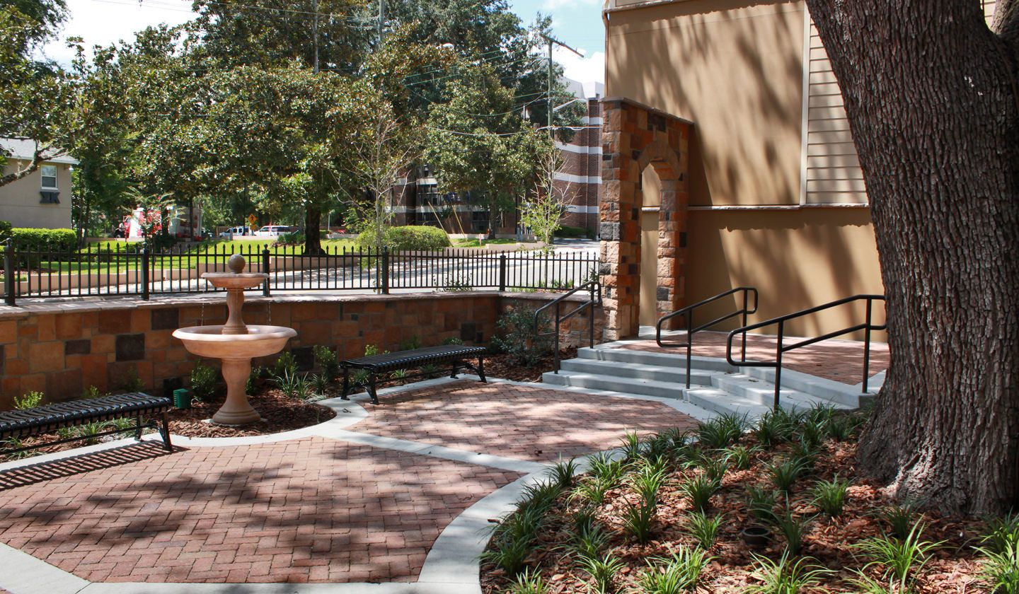 Courtyard at Estates at Sorority Row Luxury Apartments in ...