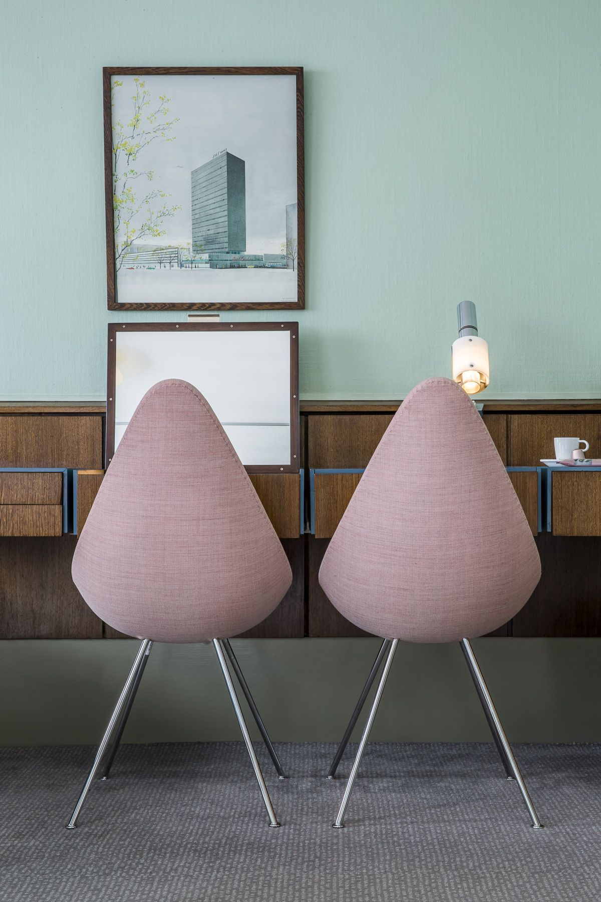 During the Love Blu Be Pink campaign, iconic room 606, designed by the legendary Arne Jacobsen, will open its doors again to guests throughout October.
