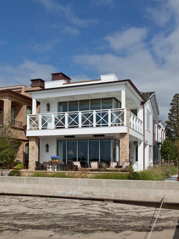 Lovely bayside house in California Lovely bayside