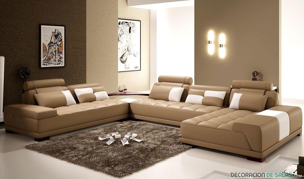 saln con sof en color marrn claro  Decoracin de