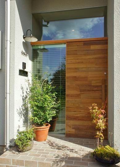 おしゃれな木製玄関ドアを取り入れた事例20選 玄関 玄関ドア 家の正面