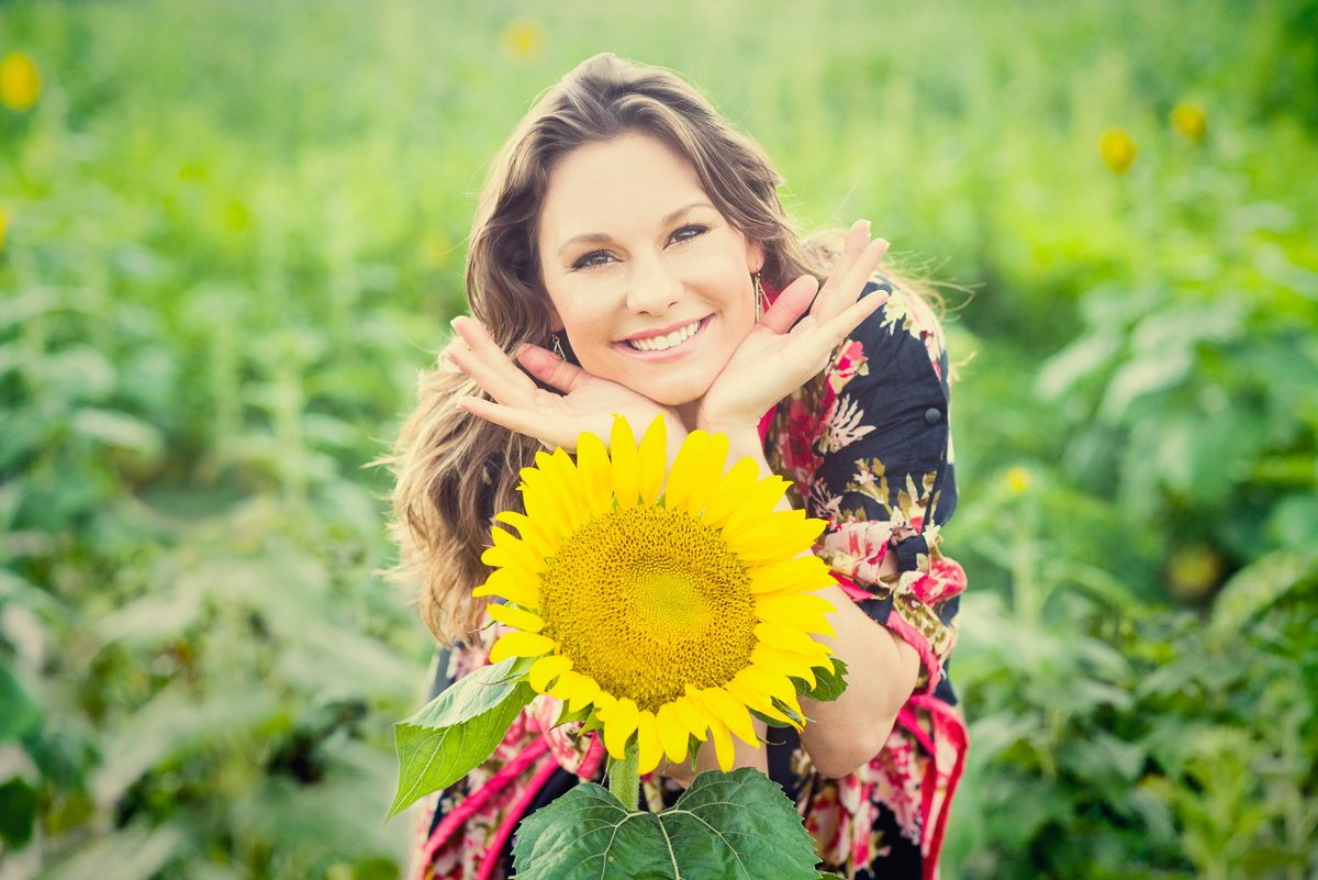 I want to be like a sunflower; so that even on the darkest days I will stand tall & find the sunlight. - M.K.#MarkWuerglerPhotography #maternityphotoshoot #sunflower #inspiration #quotes