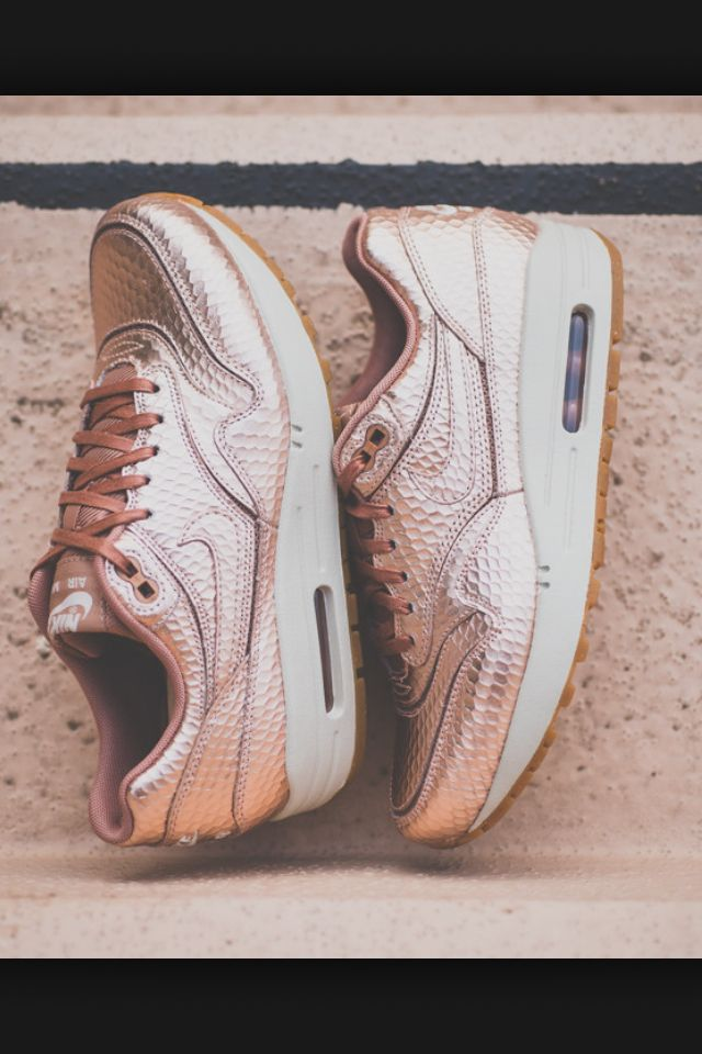 online retailer 5d344 9bf6d Rose Gold nike air max