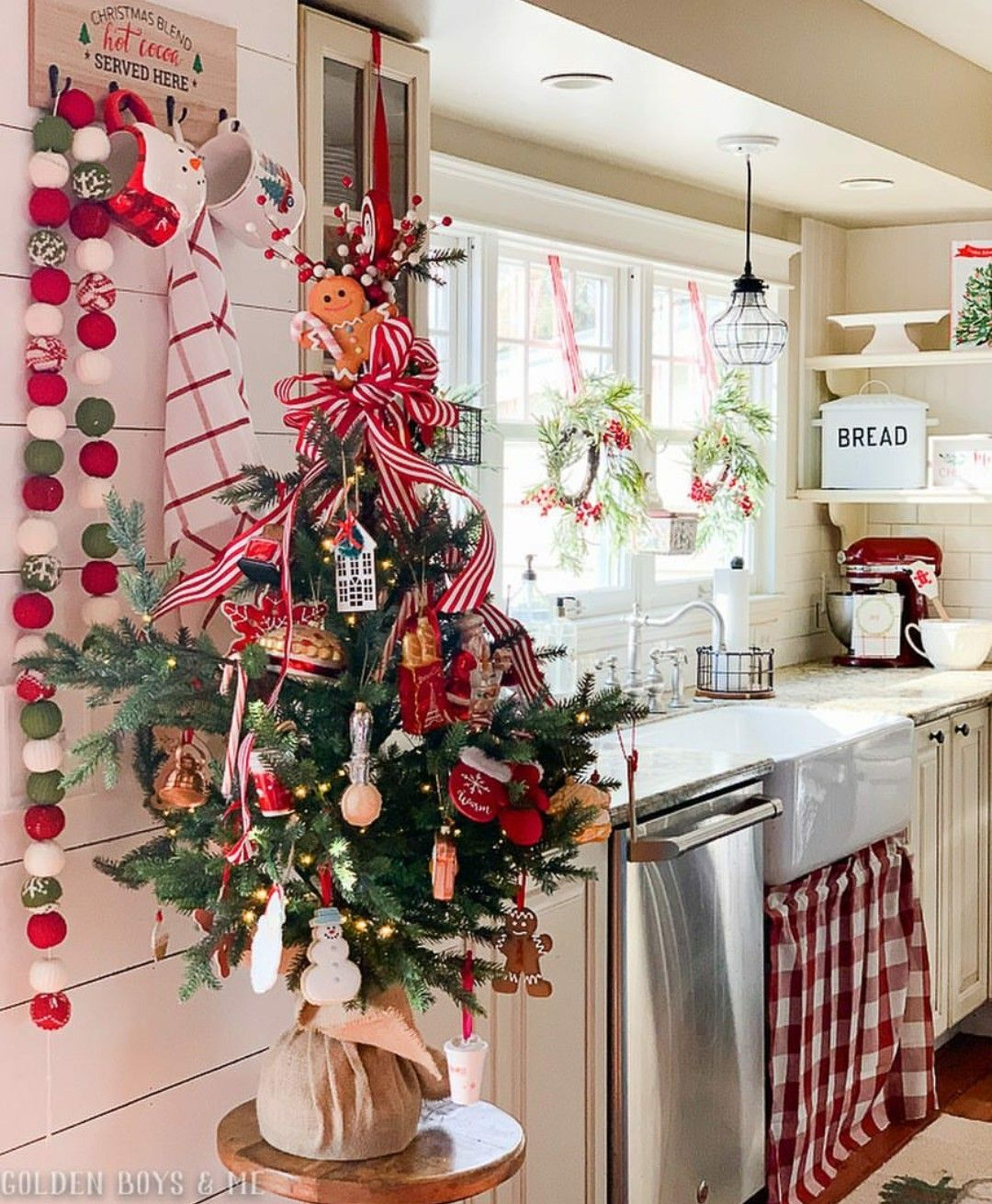 Albero Di Natale Kitchen.Pin By Lorena Brumana On Christmas Christmas Kitchen Decor Christmas Decorations Christmas Decorations Bedroom