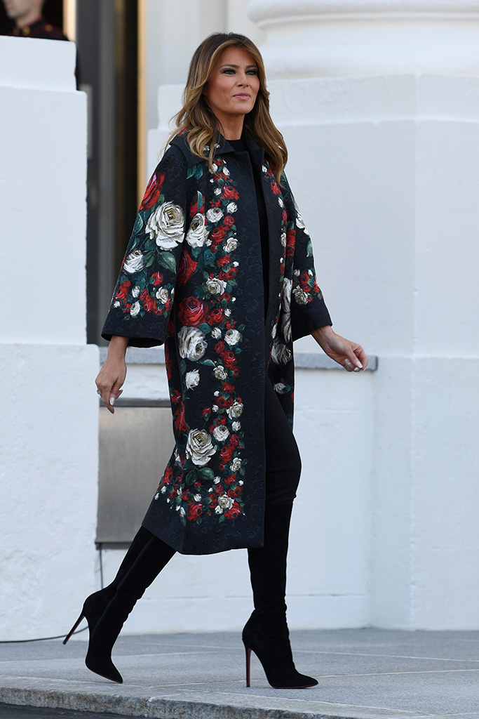 Melania Trump Welcomes The New White House Christmas Tree In D G Florals With Thigh High Boots Fashion Trump Fashion Milania Trump Style