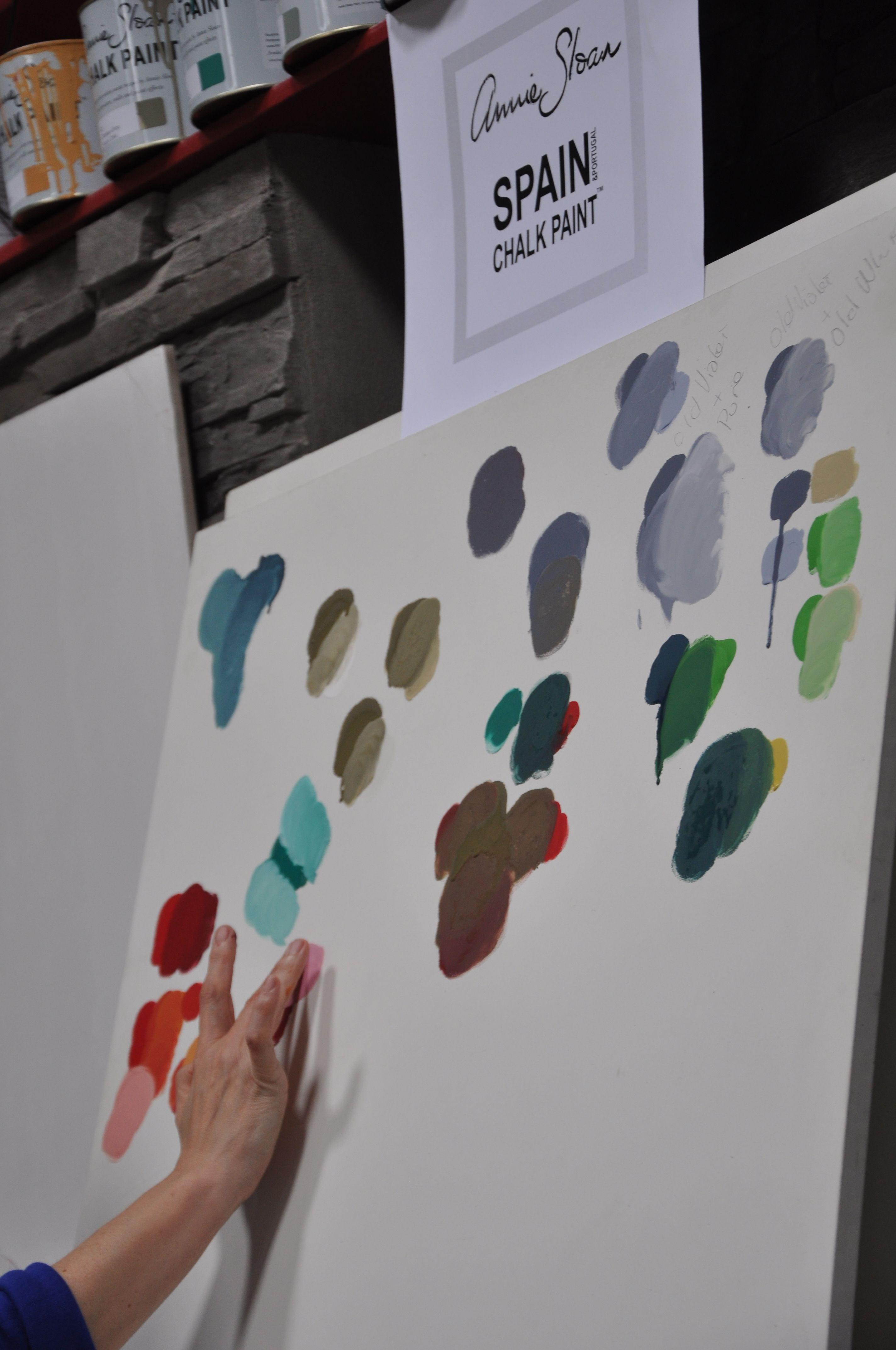 Maria Carreró Ruiz Distribuidora De Annie Sloan En España Jugando Con La Carta De Colores Annie Sloan En El I Encuentro De Punt Chalk Paint Annie Sloan Chalk