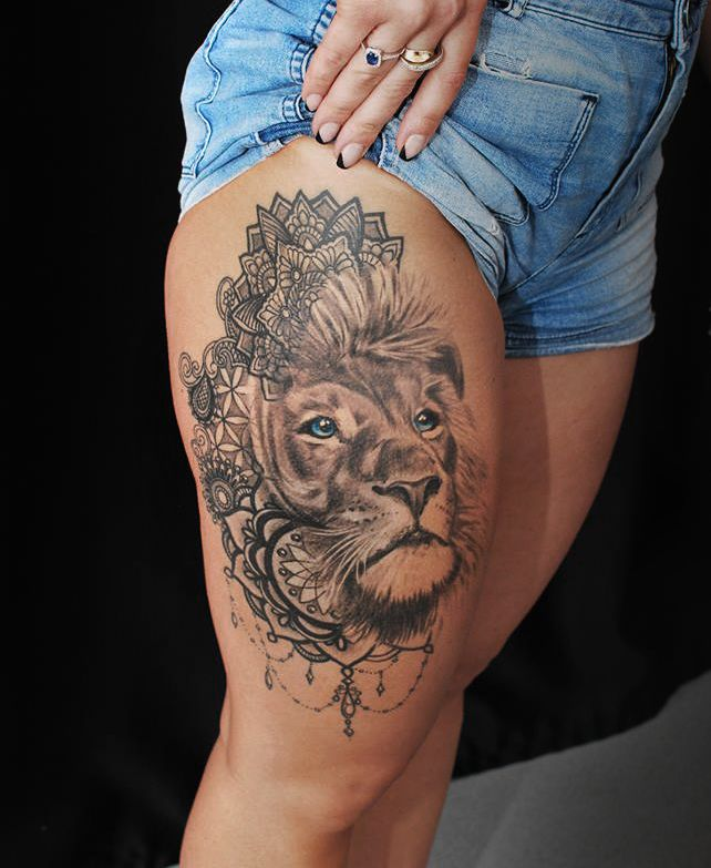 Lion With Blue Eyes On Womans Leg Artist Janis Andersons Lion Liontattoo Tattoo Animal Animaltattoo Blueeye Leg Tattoos Women Animal Tattoos Leg Tattoos