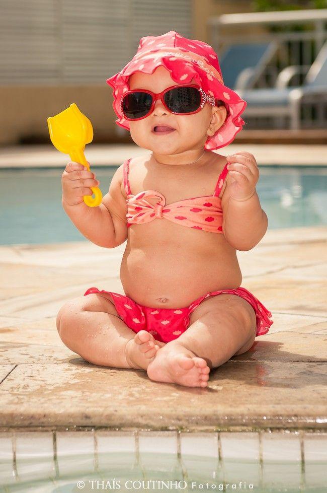 Baby girl photo shoot at the pool sessao de fotos bebe for Banadores para bebes piscina