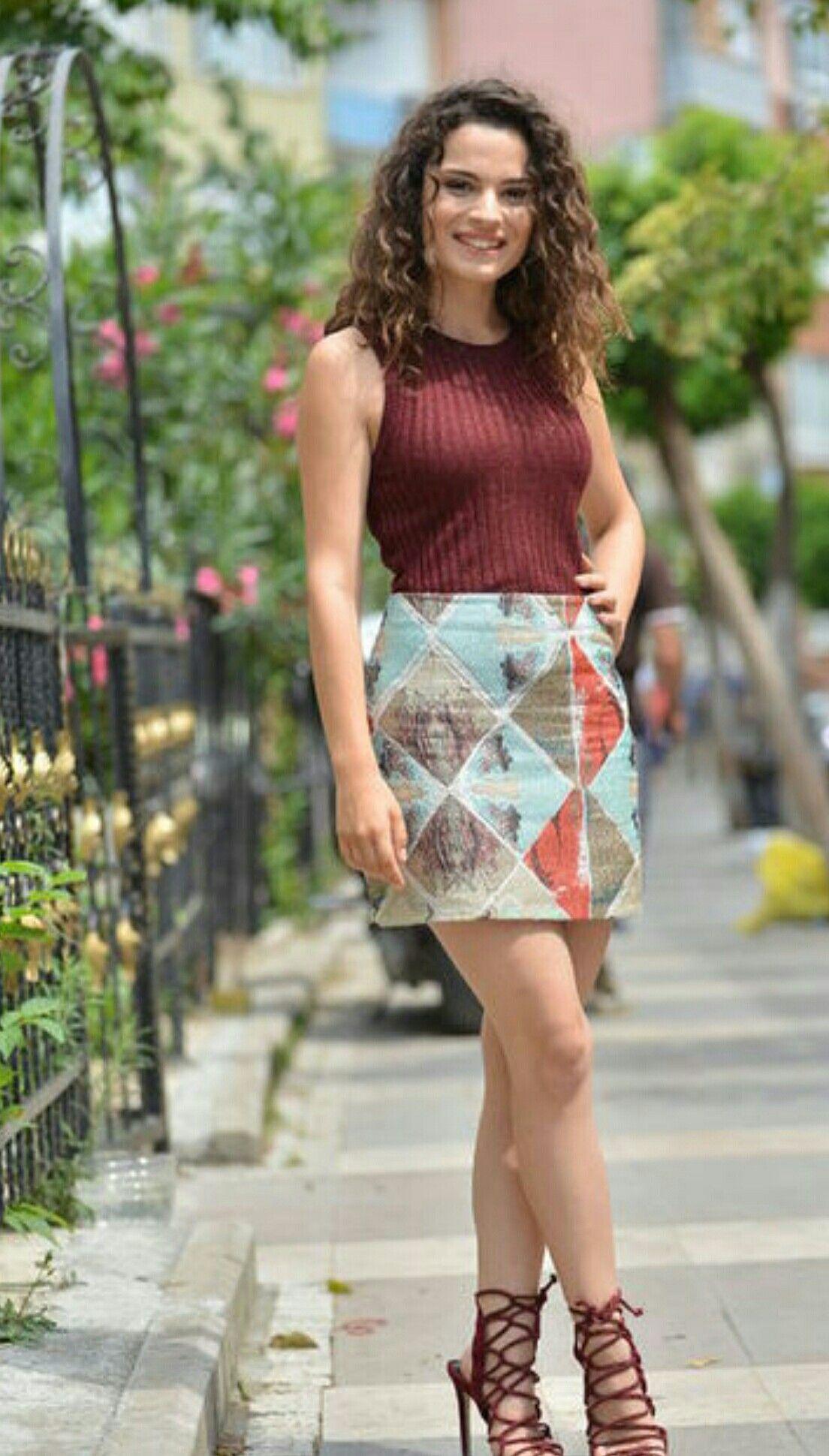 Aslı Bekiroğlu Türk Güzeller 2019 Skirt Fashion Turkish Beauty