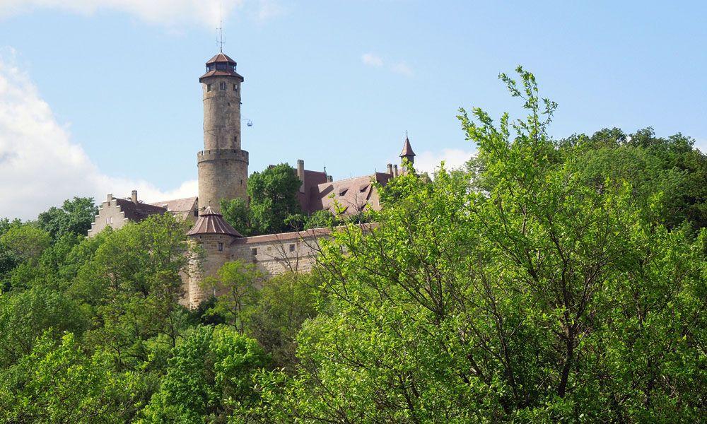 Die Altenburg - Bambergs höchster Punkt. Um die Burg führt ein Rundweg, von dem aus sich Ausblicke in den Steigerwald und nach Bamberg bieten. Infos zur Tour unter http://wanderzwerg.eu/altenburg-bamberg/