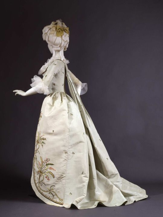 Fripperies and Fobs Robe à la piémontaise ca. 1780 From the Galleria del Costume di Palazzo Pitti via Europeana Fashion