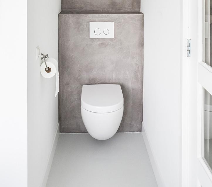 Wonderlijk Achterwand van de WC gestuct met DesignStone betonlook | Badkamer QS-33
