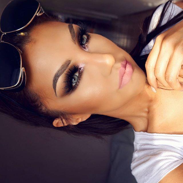 👋❄🎄⛄✌ Eyeshadows from DYNASTY Palette by @motivescosmetics /Sombras de la paleta DYNASTY de @motivescosmetics  Lipsticks  SEND & STONE by @doseofcolor / Labiales SEND & STONE de @doseofcolors  Lashes SCARLETT by @shophudabeauty /Pestañas Scarlett de @shophudabeauty  #auroramakeup #selfie