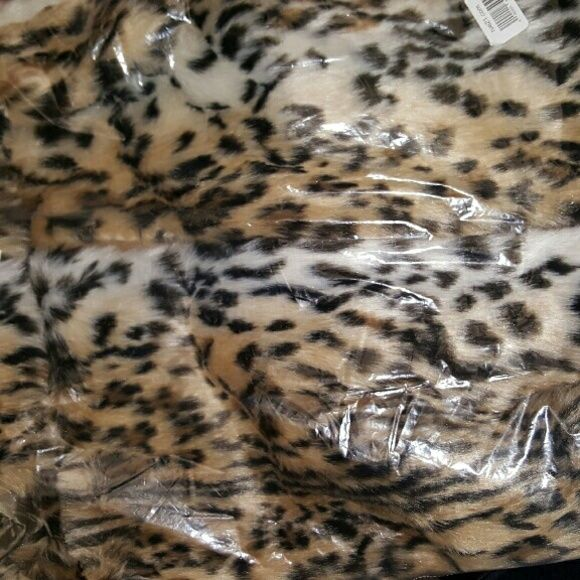 Rue21 leopard faux fur vest NWT and plastic on a leopard faux fur zip up vest with side pockets. Soft and warm in a size small/medium. Rue 21 Jackets & Coats Vests