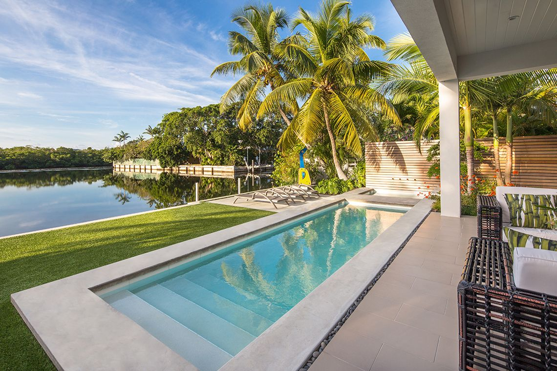 Tropical Modern Home In Key West Florida That Backs Onto The Canal Have A Look At The Gorgeous V Beach Garden Design Swimming Pool House Swimming Pool Designs