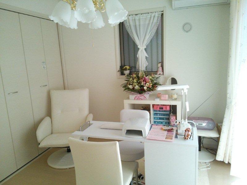 Small space home nail salon set up idea nail technician