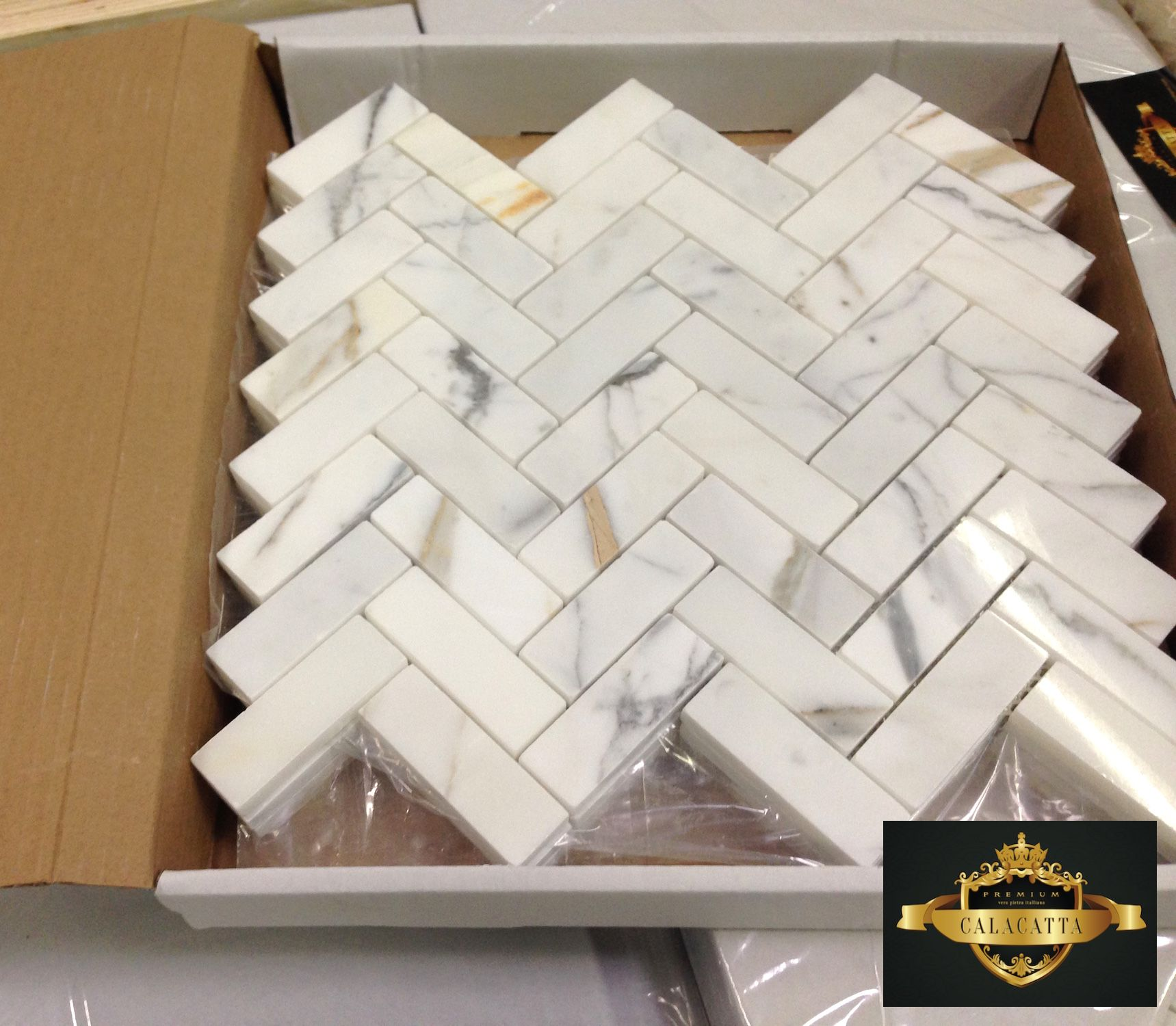 Italian Marble Calacatta Gold 1x3 Herringbone Mosaic Tile Available In Hond And Polished 16 95sf Herringbone Mosaic Tile Calacatta Mosaic