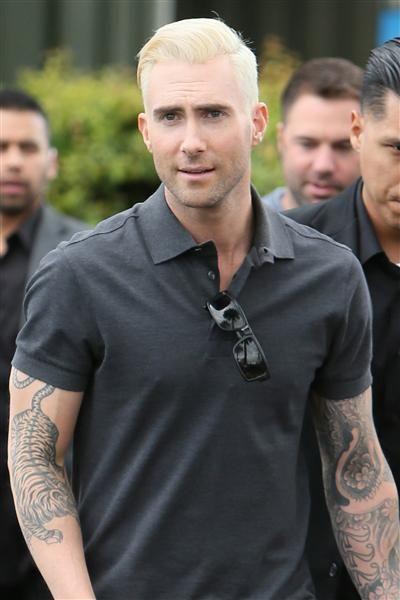Adam Levine S Changing Looks Bleach Blonde Bleach Blonde Hair