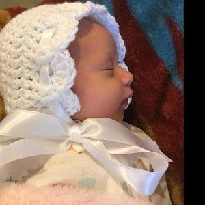 Crochet Baby Bonnet, Baby Girl Hat, Coming Home Outfit, Baby Gift, New Baby, Newborn Photo Prop, Winter Crochet Bonnet Outfit Clothes #premiebabyhats