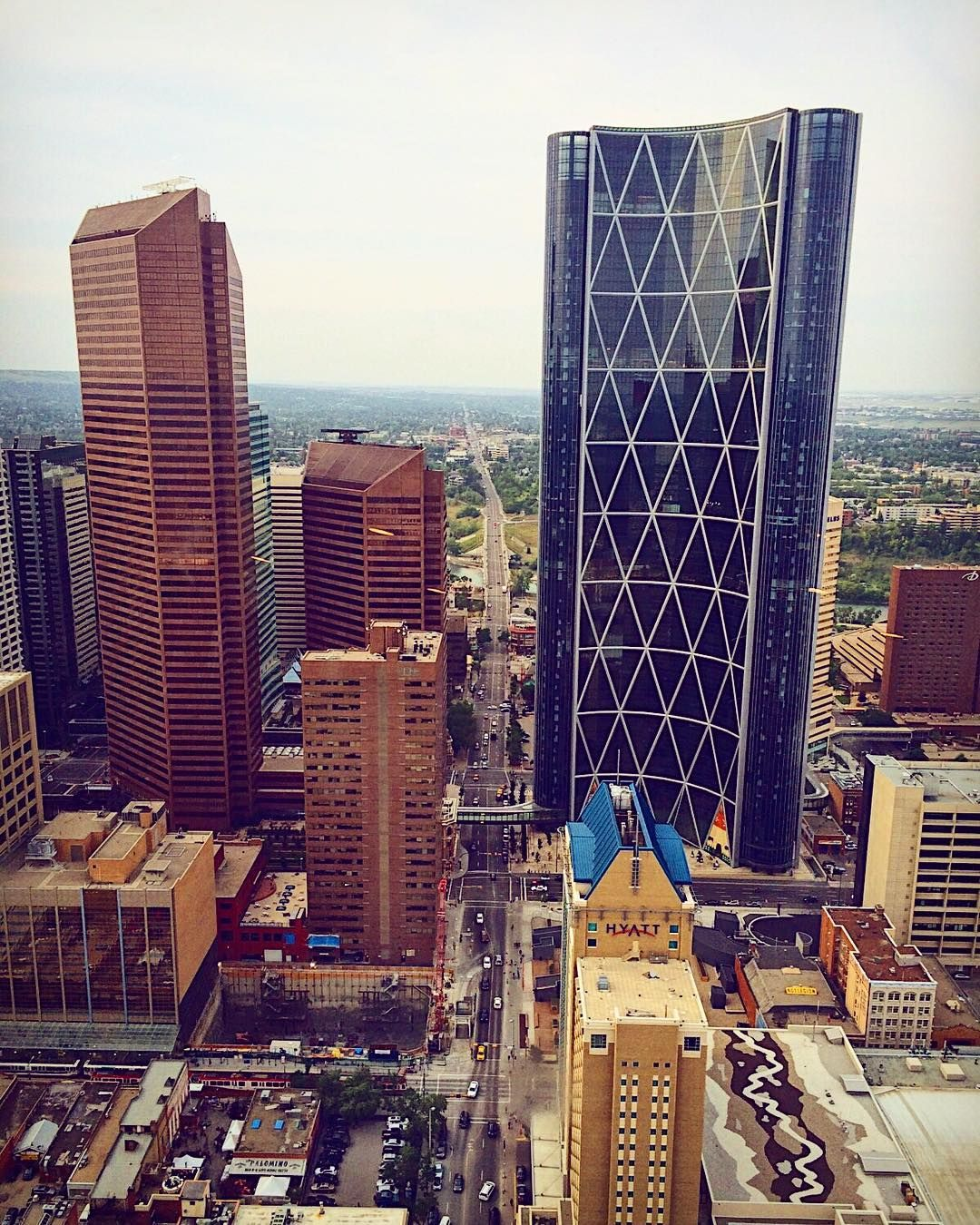 The weekend begins ���� ••• ••• ••• #yyc #travel #travelalberta #calgary #architecture #architecturephotography #archdaily #architecturelovers #landscape #landscapephotography #vsco #vscocam #nikon #nikond750 #nikonphotography #justgoshoot #streetview #streetscape #cityscape #beauxarche http://tipsrazzi.com/ipost/1513463832289555033/?code=BUA51Y4BTJZ
