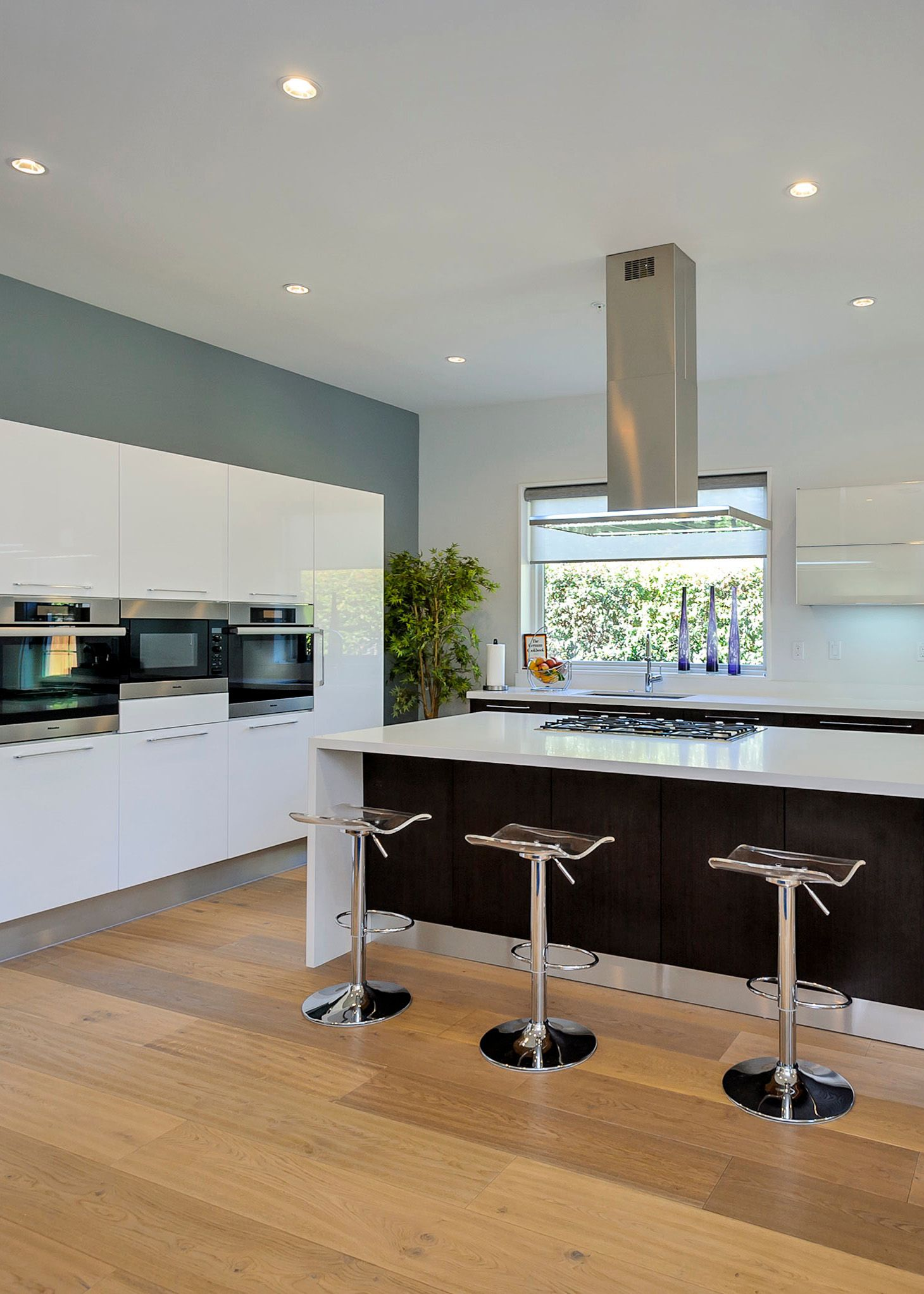 This Kitchen Features Many Of The Modern Upscale Products In Demand By Homeowners Which Would You Most Like To H Modern Kitchen Contemporary Kitchen Kitchen