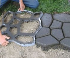 Cobblestone Path Maker Allows You to Pimp Your Garden