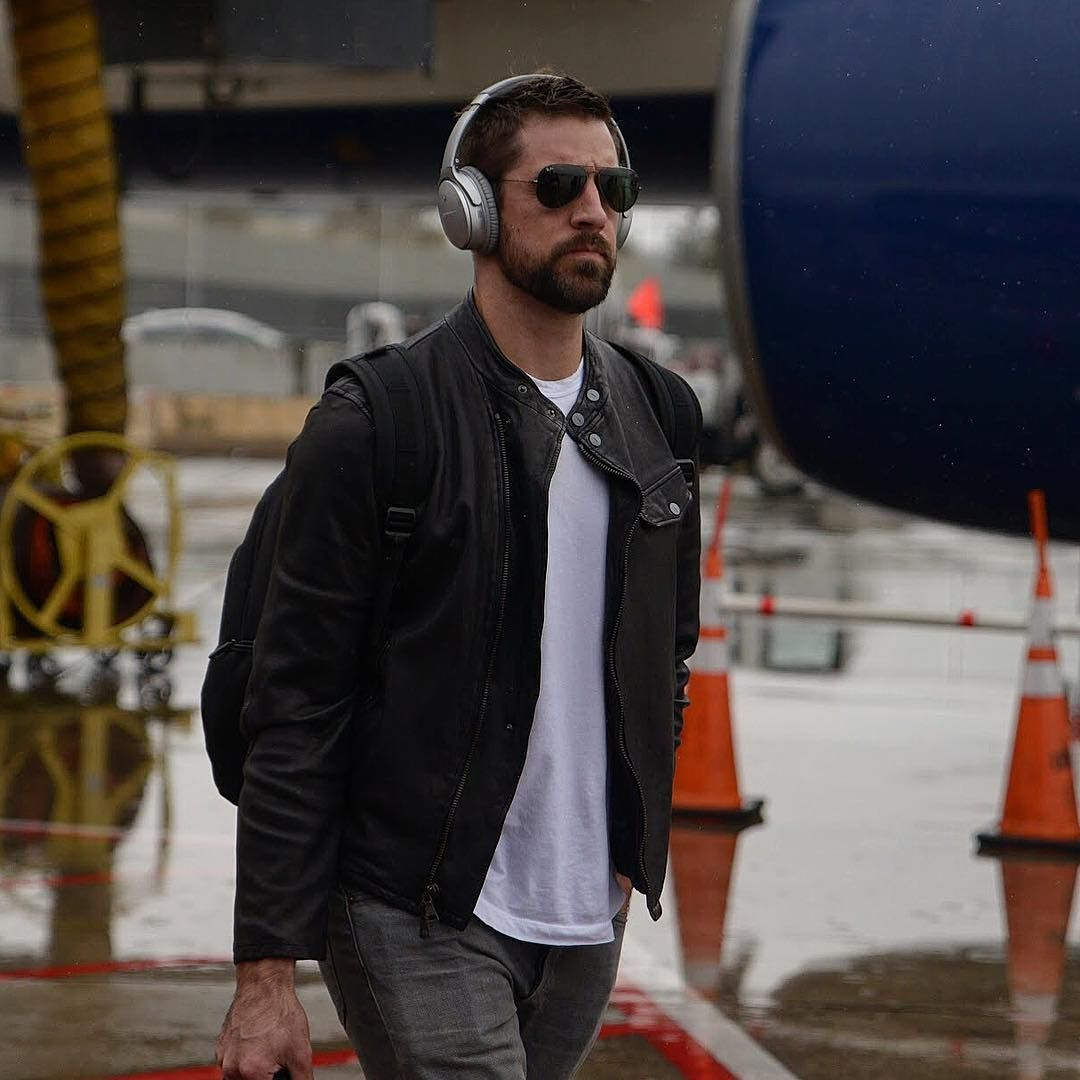 22 6k Likes 138 Comments Green Bay Packers Packers On Instagram Aaron Rodgers Steps Off The In Minnesota Gbvsmin Packersbusinesstrip Aaron Rodgers