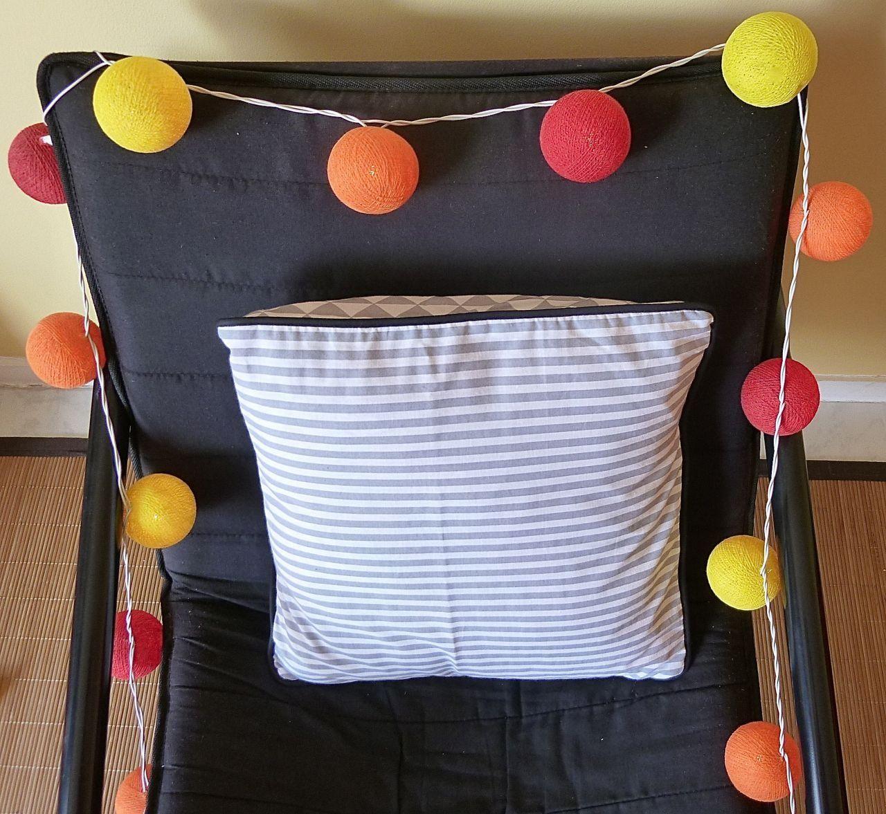 Housse de coussin graphique, 40x40, en tissu Coton Blanc et gris à rayures et verso en tissus graphiques coordonnés, bordure noire : Textiles et tapis par une-embellie