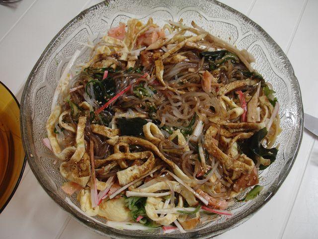 Salada de harussame. Ver la receta http://www.mis-recetas.org/recetas/show/35520-salada-de-harussame