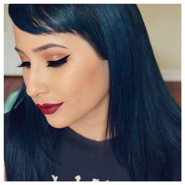Ahitsrosa Wears Manicpanic In Aftermidnight Navy Hairblue Hairblack