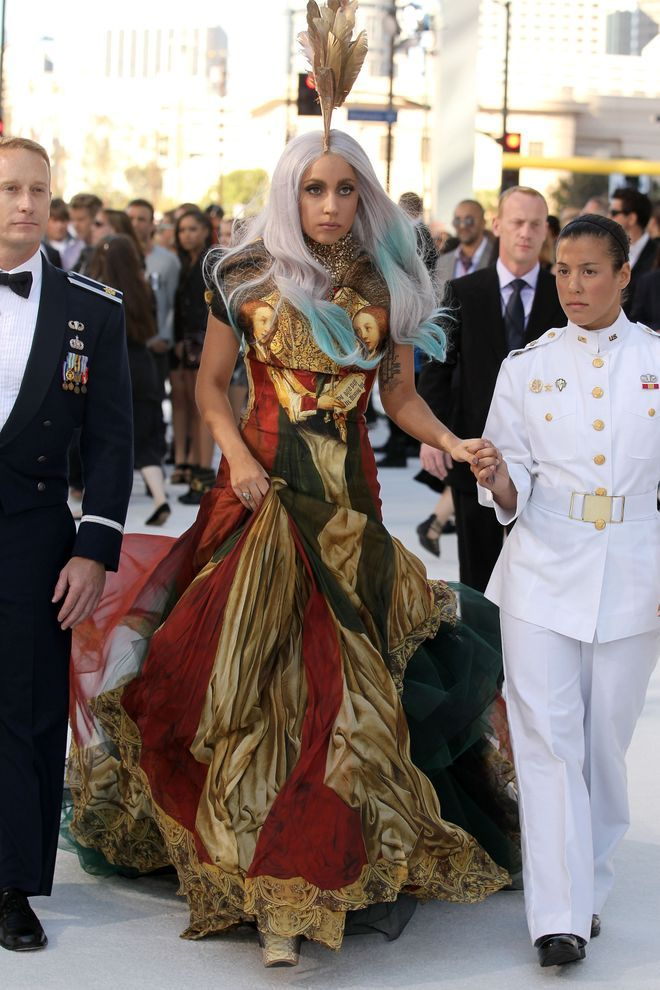25 Memorable Looks from The Met Gala | Celebrity outfits