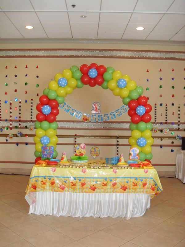 Winnie the pooh party decorations by teresa sophie 1st for 1st birthday balloon decoration ideas
