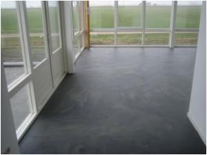Pu gietvloer betonlook gemeleerd twee kleuren grijs keuken