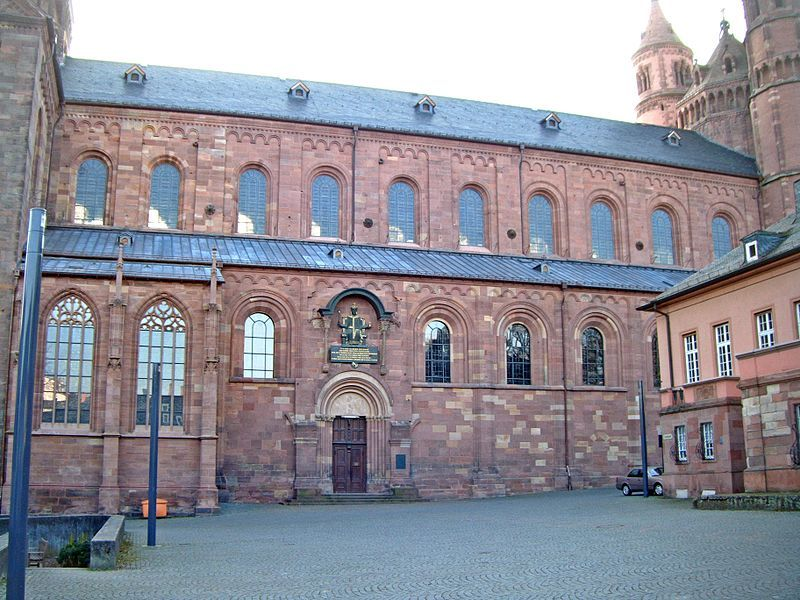Wormser Dom Langhaus von Norden2.JPG