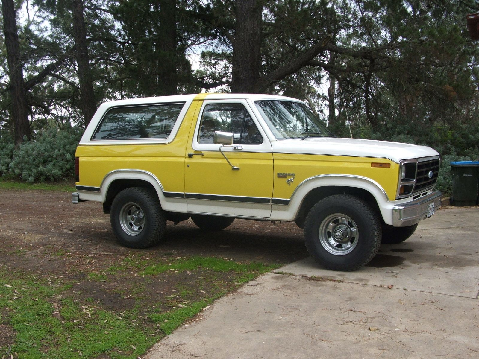 1982 yellow color ford bronco suv classic ford. Black Bedroom Furniture Sets. Home Design Ideas